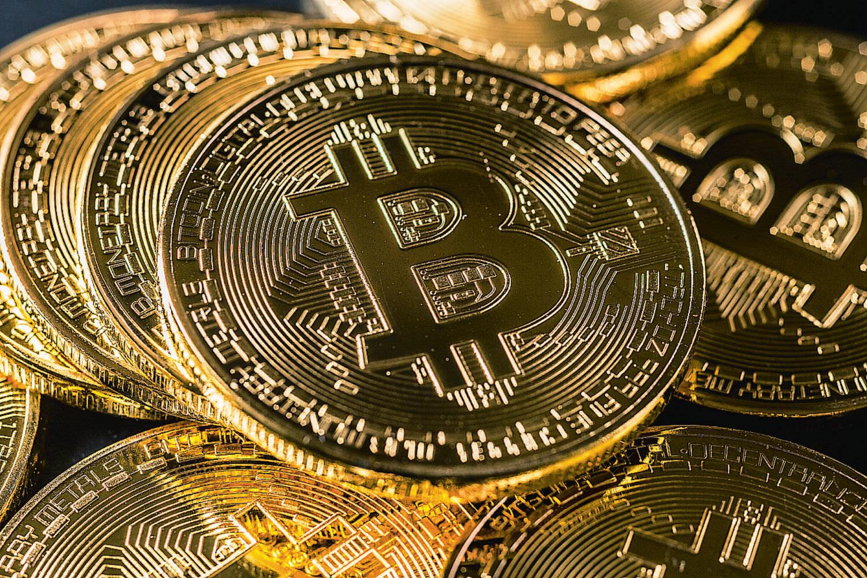 картинки валюты биткоин из-за них головы